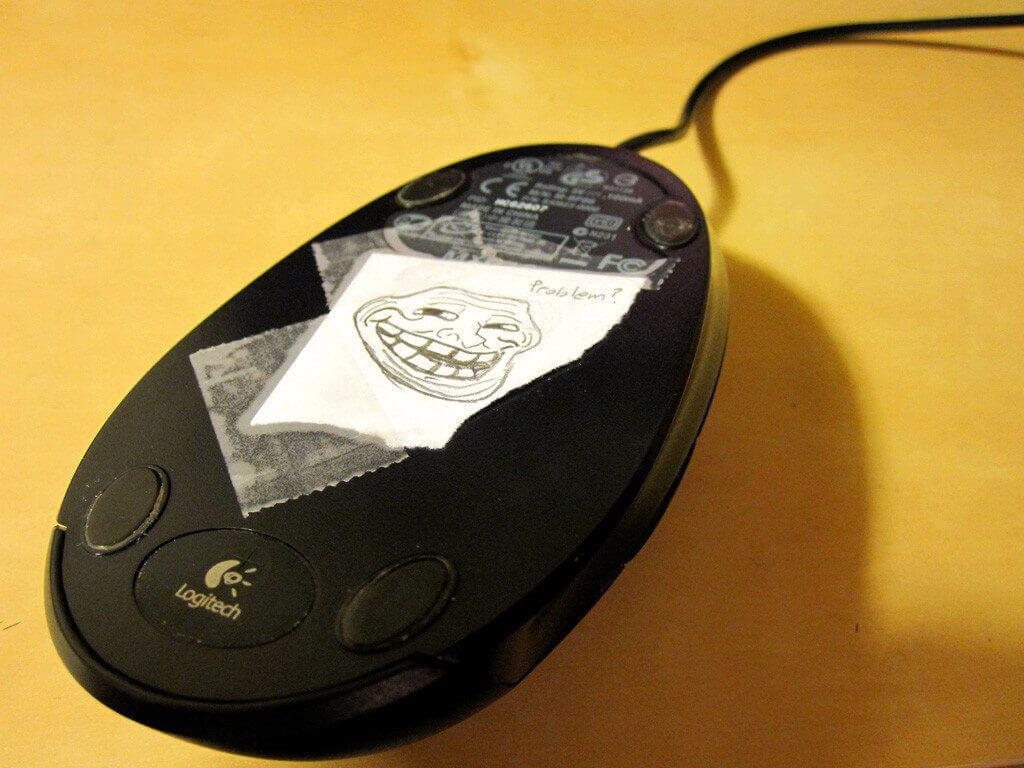 Заблокируйте датчик мыши с помощью клейкой бумаги