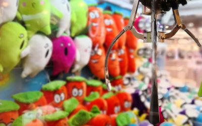 Toreba позволяет вам управлять реальной аркадной крановой игрой в Японии