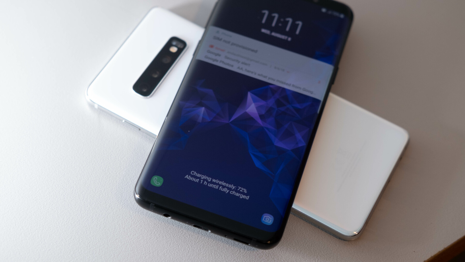 Как использовать функцию беспроводной реверсивной зарядки в Samsung Galaxy S10