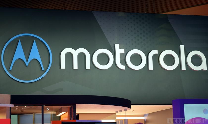 Скоро выйдет складной телефон Motorola RAZR