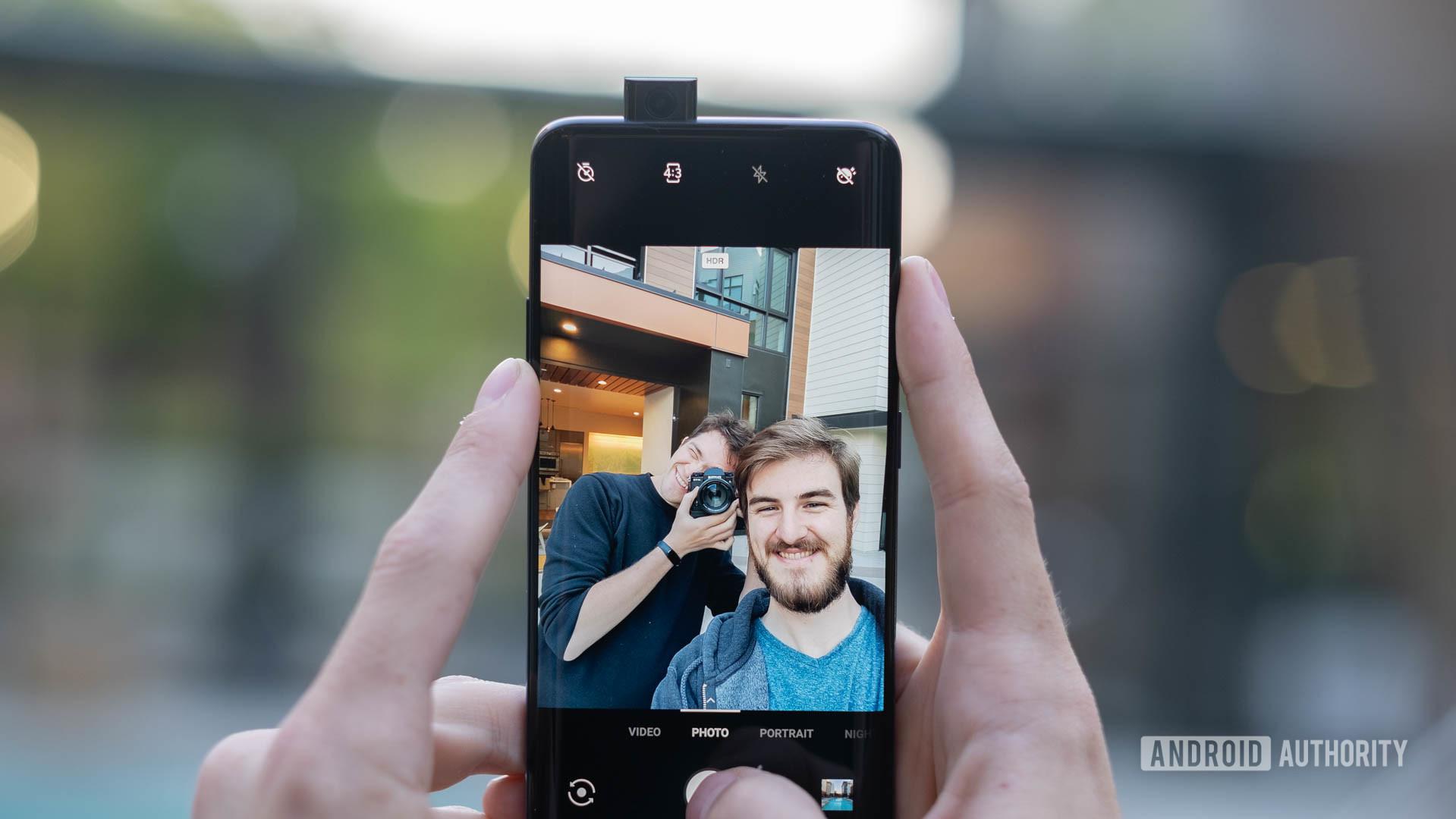 Китай теперь заставит граждан предоставлять правительству данные сканирования лица с помощью смартфонов