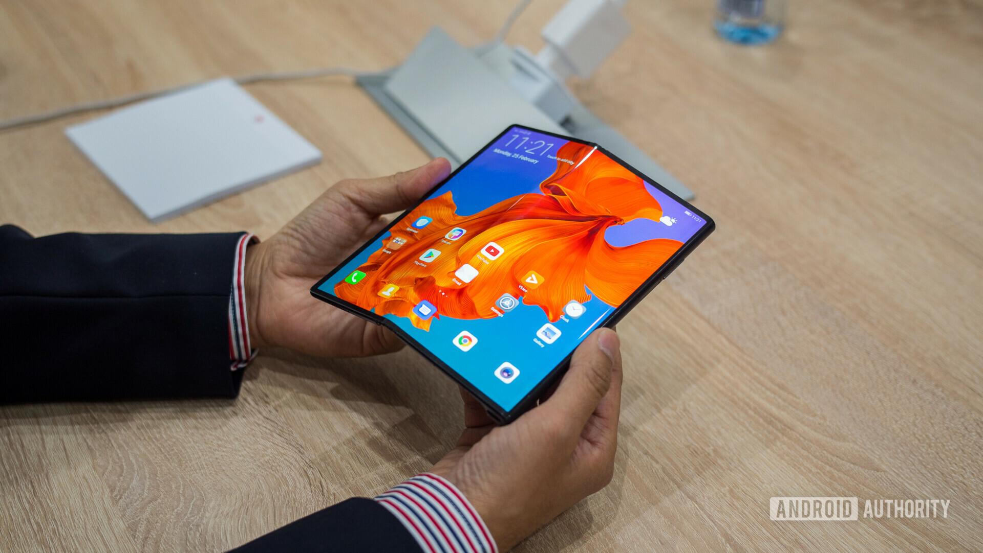 Вслед за Samsung Huawei показали информацию о том, сколько складных телефонов было продано